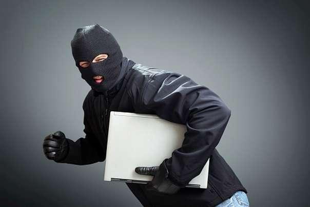 lopov krađa laptopa