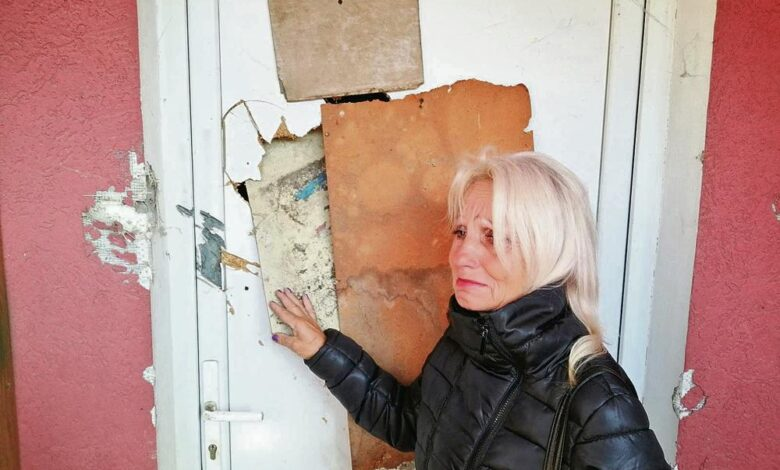 2057043 0604 optuzili je da je vracara pa je kamenovali ulazna vrata 2 ff
