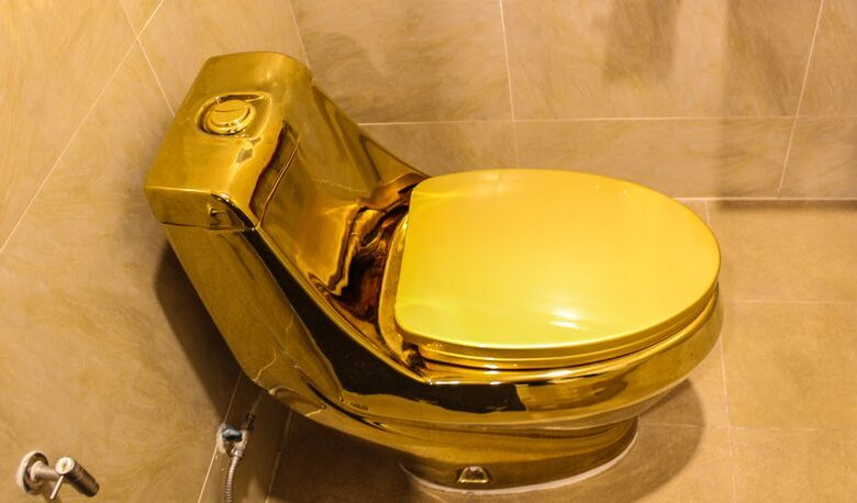 zlatna wc solja 815x458