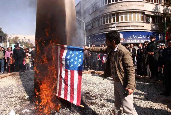 paljenje americke zastave 696x469