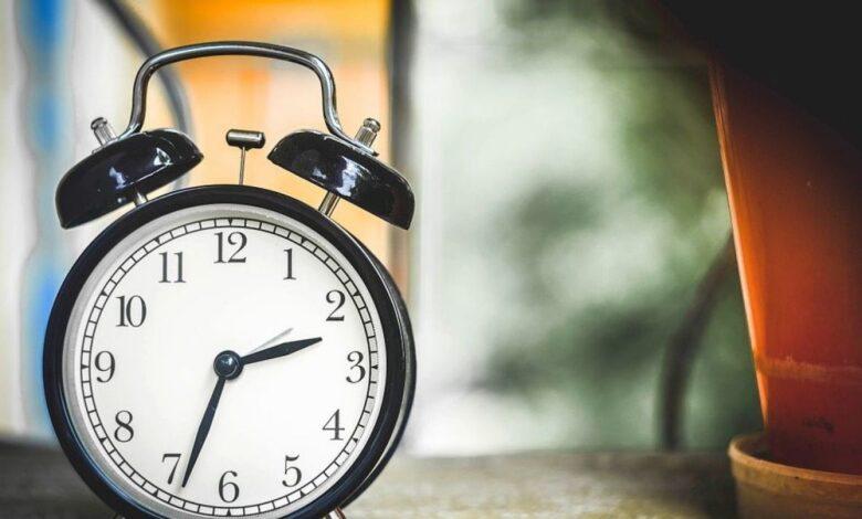 sat vrijeme kazaljke budilnik spavanje san pixabay1