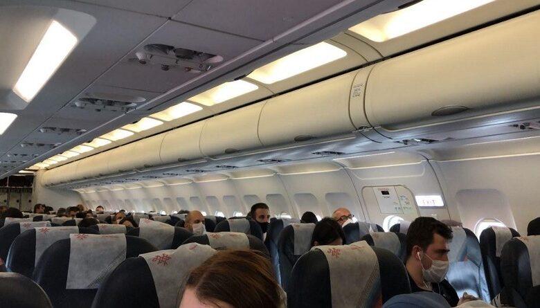studenti u avionu
