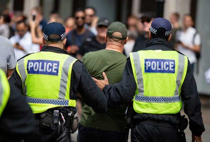 engleska policija 2 696x469