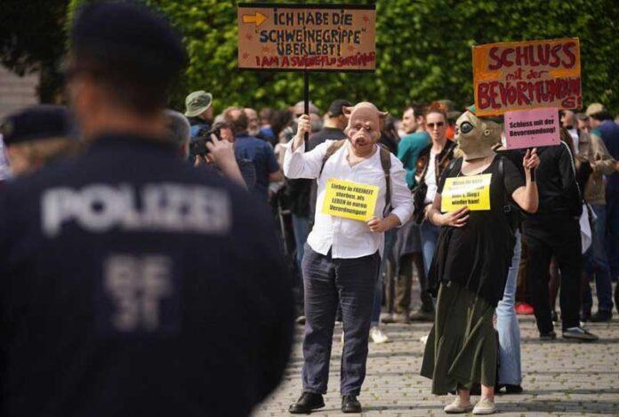 protest korona bec 696x469