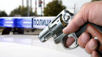 res policajcu oteo pistolj pucao sebi u stomak