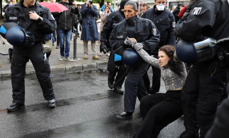 2020 05 02T155353Z 239841655 RC2FGG9JAY0Z RTRMADP 3 HEALTH CORONAVIRUS GERMANY PROTESTS