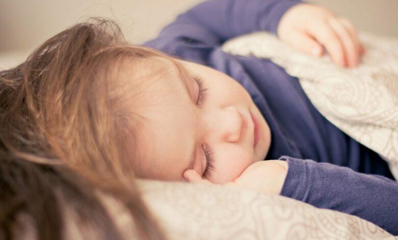 djeca spavanje ilustracija
