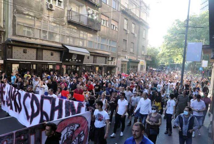 protest beograd nacionalisti 696x469