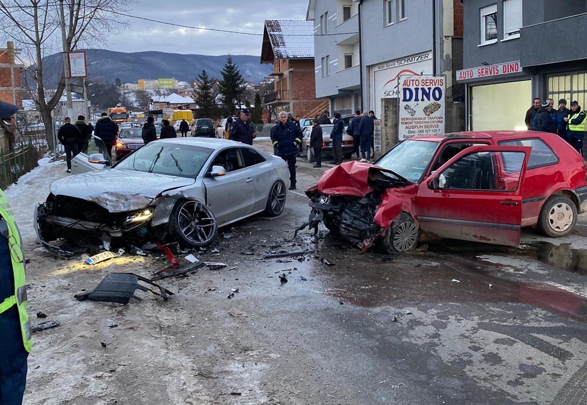 Teška saobraćajna nezgoda u novopazarskom naselju Selakovac, više povrijeđenih (Foto)