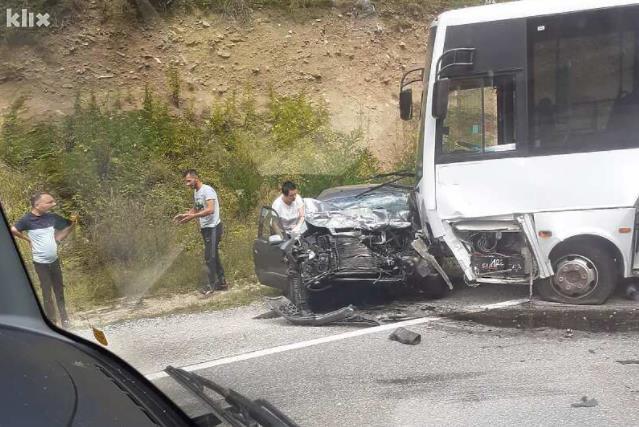 Teška saobraćajna nesreća, poginule dvije osobe (Foto)